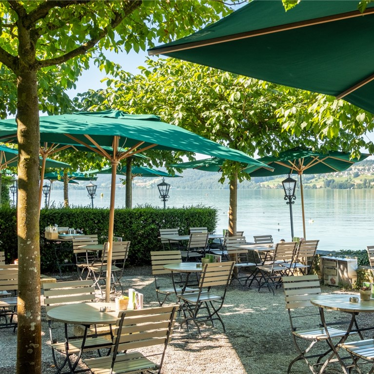Seerose-Resort-and-Spa_Meisterschwanden_Beach_Restaurant_2.jpg