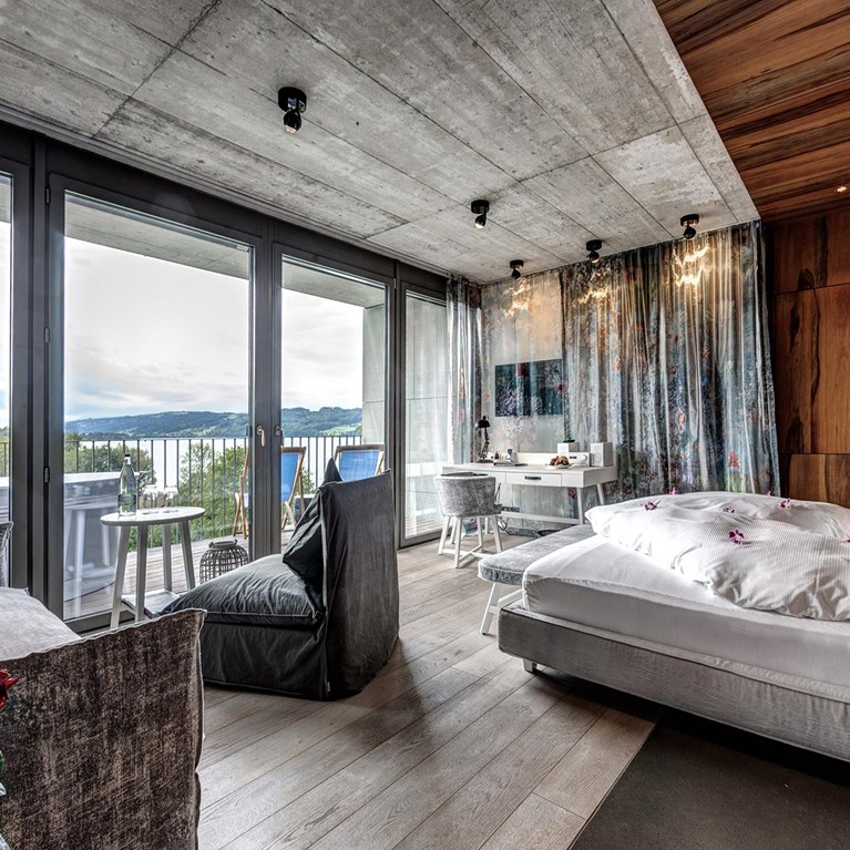Seerose-Resort-and-Spa-Meisterschwanden_Rooms_Cocon_Junior-Suite-Sud_02.jpg